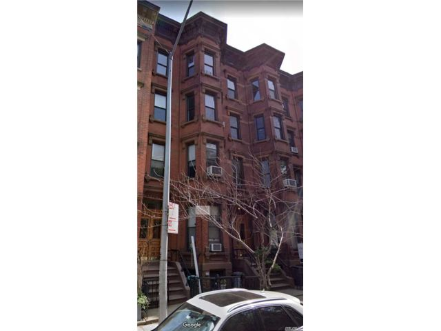 8 BR,  5.00 BTH  Townhouse style home in Greenpoint