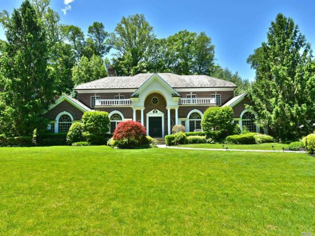 5 BR,  6.00 BTH  Colonial style home in Manhasset