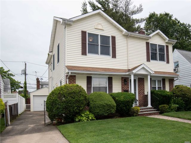5 BR,  3.00 BTH  Colonial style home in Williston Park