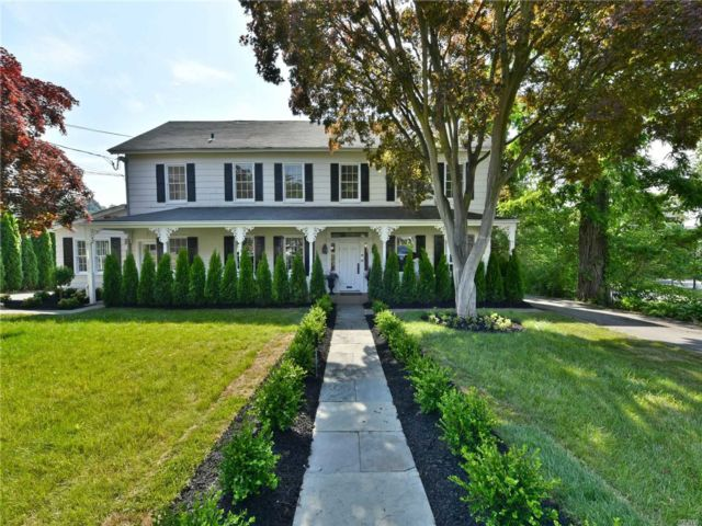 2 BR,  2.00 BTH Colonial style home in Roslyn