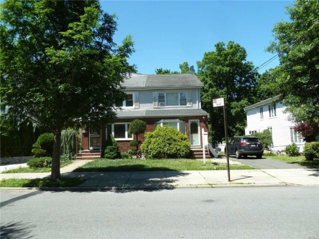 6 BR,  4.00 BTH  Colonial style home in Little Neck