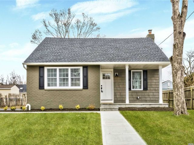 4 BR,  2.00 BTH  Exp cape style home in North Babylon