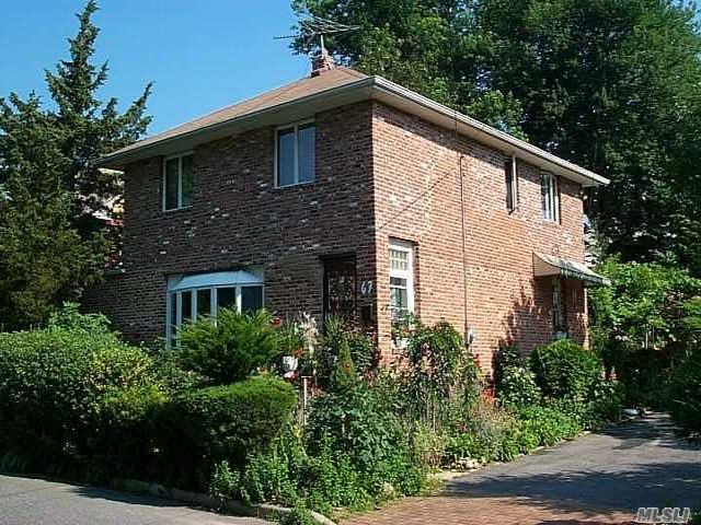 4 BR,  2.00 BTH  Colonial style home in Glen Cove
