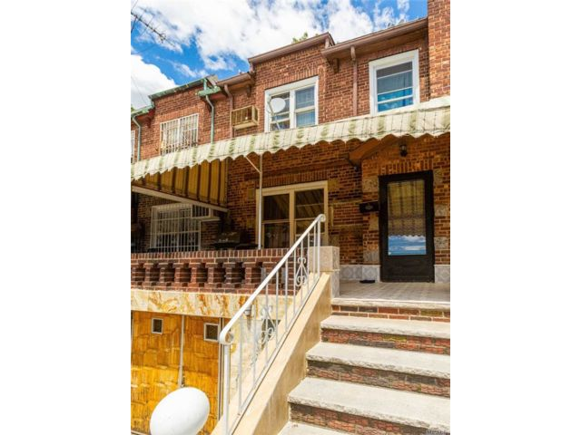 3 BR,  2.00 BTH Townhouse style home in Briarwood