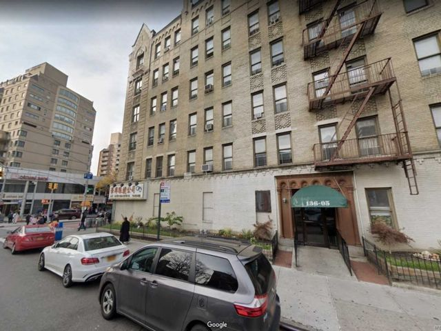 2 BR,  1.00 BTH High rise style home in Flushing