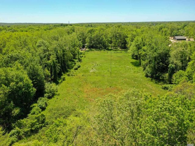 Lot <b>Size:</b> 309276  Land style home in Manorville