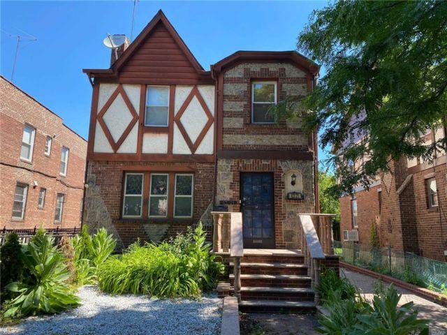 5 BR,  6.00 BTH Tudor style home in Rego Park