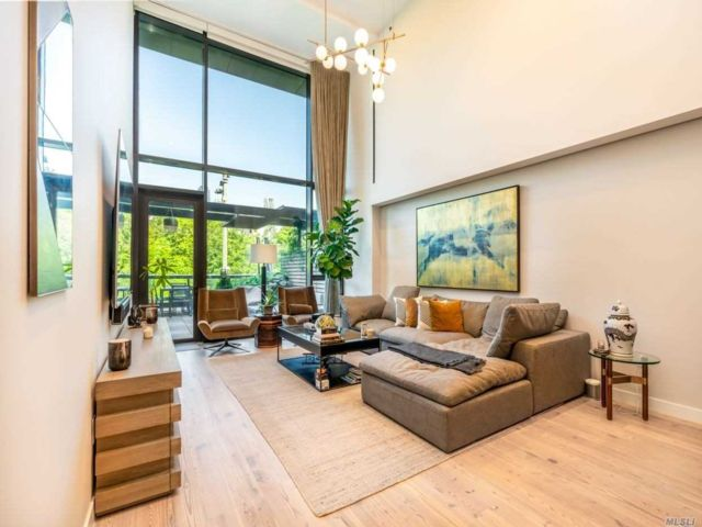 3 BR,  3.00 BTH  High rise style home in Brooklyn Heights