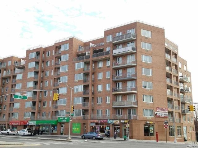 3 BR,  2.00 BTH Condo style home in Woodside