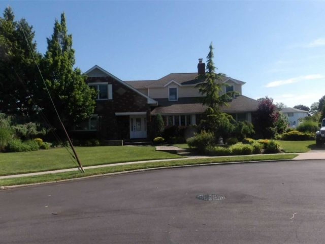 5 BR,  4.00 BTH Exp cape style home in Massapequa Park