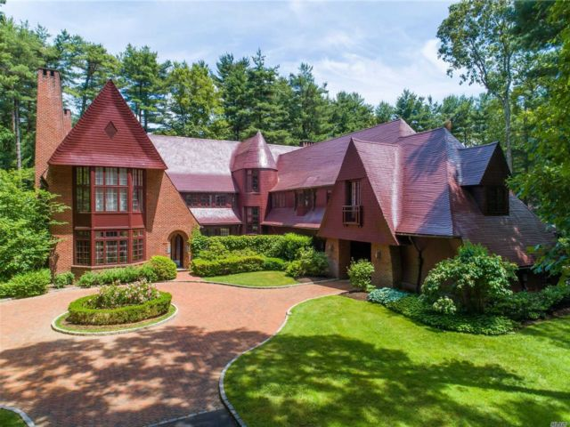 5 BR,  9.00 BTH Colonial style home in Upper Brookville