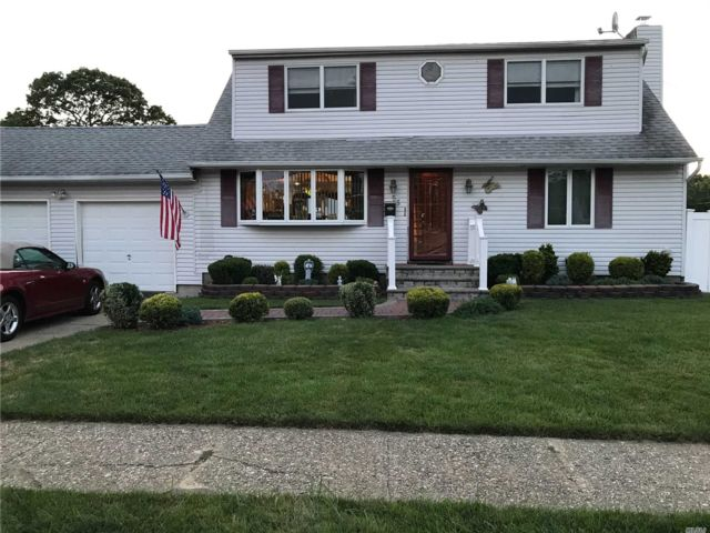 2 BR,  1.00 BTH  Apt in house style home in Massapequa