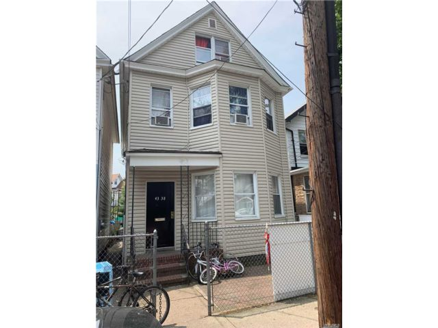 8 BR,  2.00 BTH Colonial style home in Elmhurst