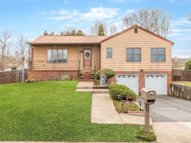 5 BR,  3.00 BTH Ranch style home in Medford