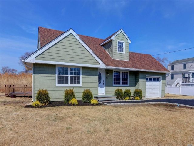 3 BR,  2.00 BTH  Cape style home in Amityville