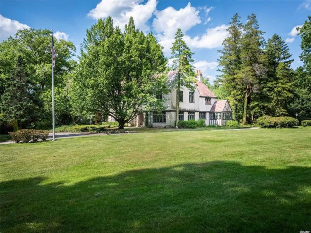 6 BR,  7.00 BTH Tudor style home in Sands Point