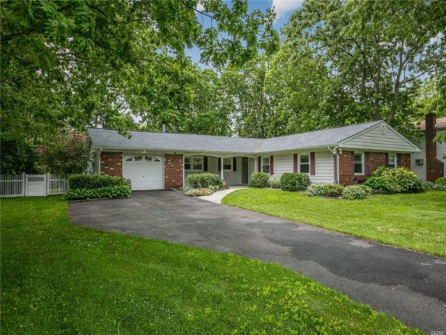 4 BR,  2.00 BTH Ranch style home in Coram