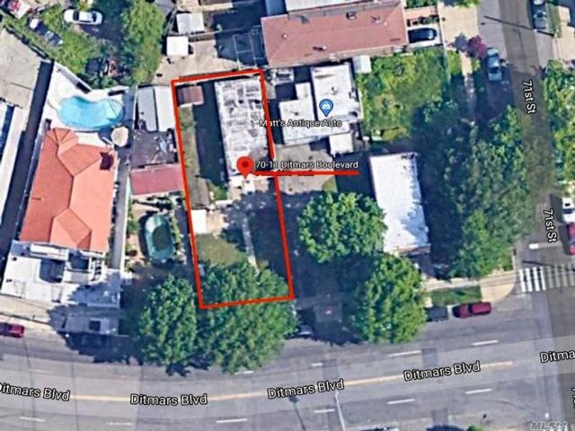 Lot <b>Size:</b> 40 x 100  Land style home in East Elmhurst