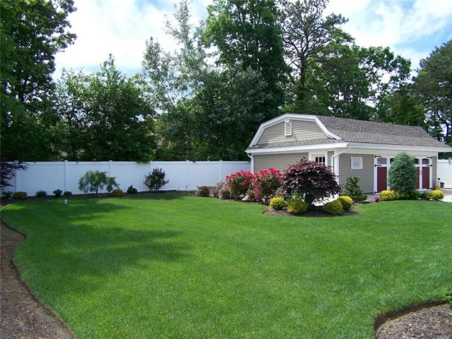 3 BR,  2.00 BTH 2 story style home in Medford