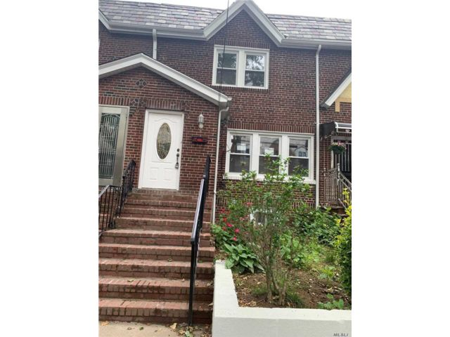 3 BR,  3.00 BTH  2 story style home in East Elmhurst
