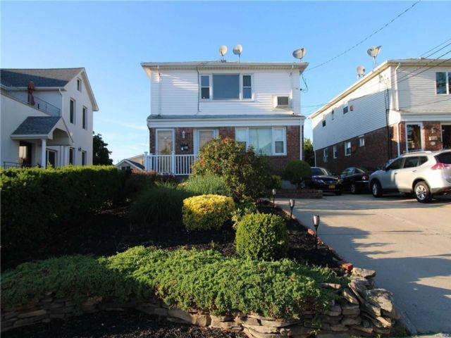 2 BR,  1.00 BTH Duplex style home in East Rockaway