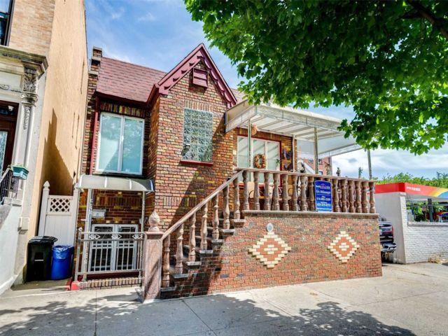 4 BR,  4.00 BTH 2 story style home in Bensonhurst