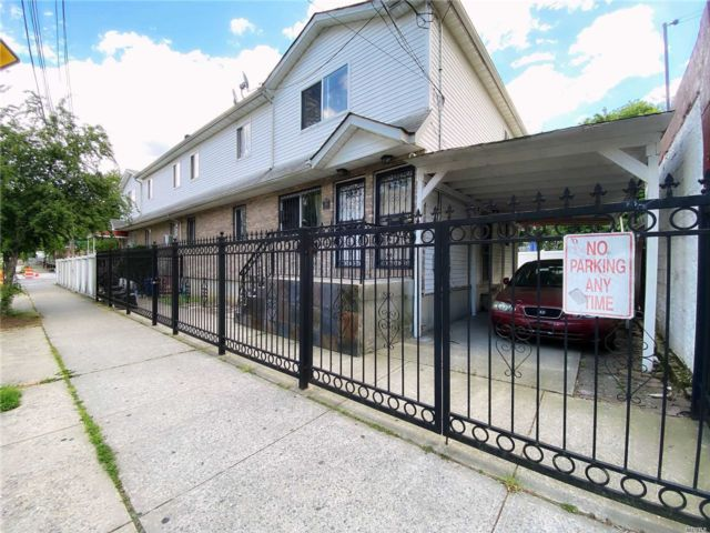 6 BR,  3.00 BTH 2 story style home in East New York