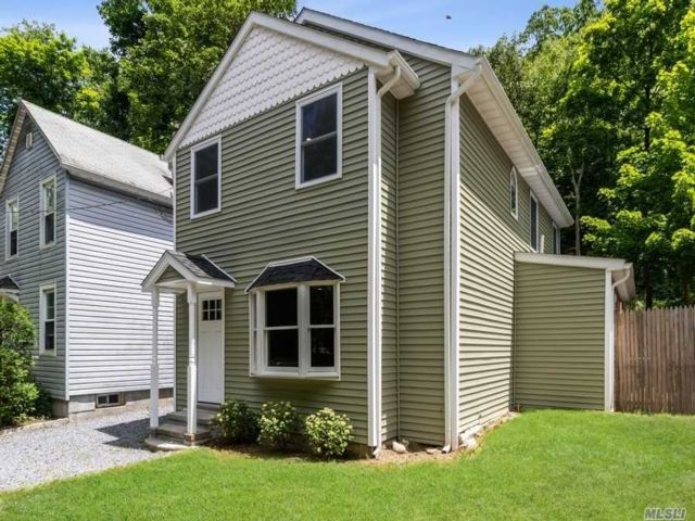 3 BR,  2.00 BTH  Colonial style home in Oyster Bay