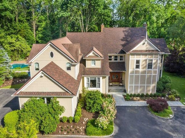 5 BR,  7.00 BTH Colonial style home in Cold Spring Harbor