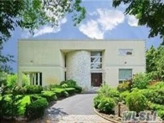 5 BR,  5.00 BTH  Contemporary style home in Woodmere