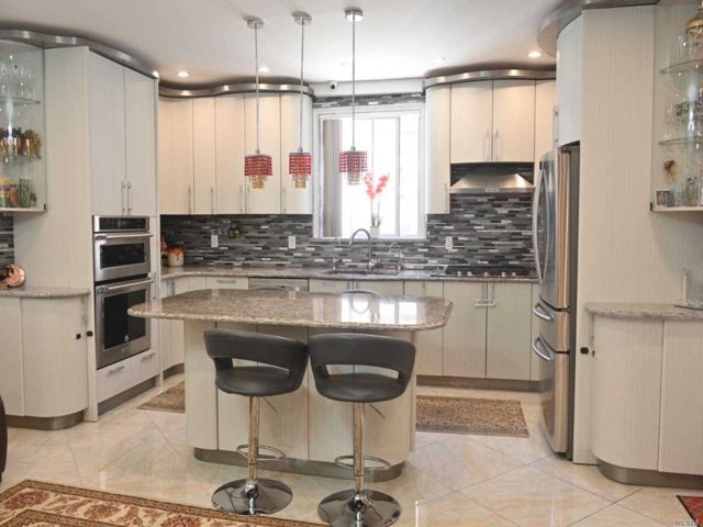 3 BR,  4.00 BTH Townhouse style home in Forest Hills