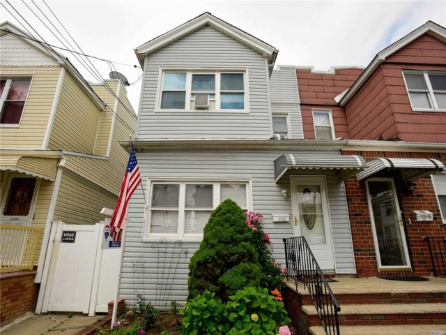 6 BR,  2.00 BTH Colonial style home in Ozone Park