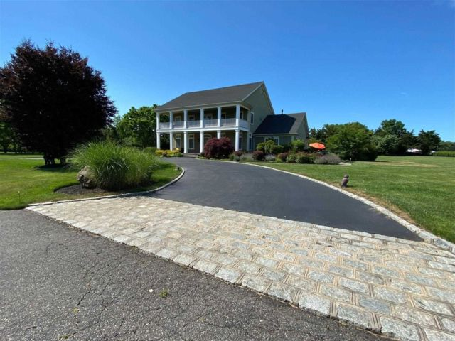 5 BR,  6.00 BTH  2 story style home in Southold