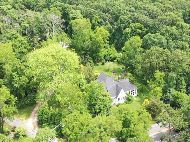 4 BR,  2.00 BTH  Cape style home in Southampton