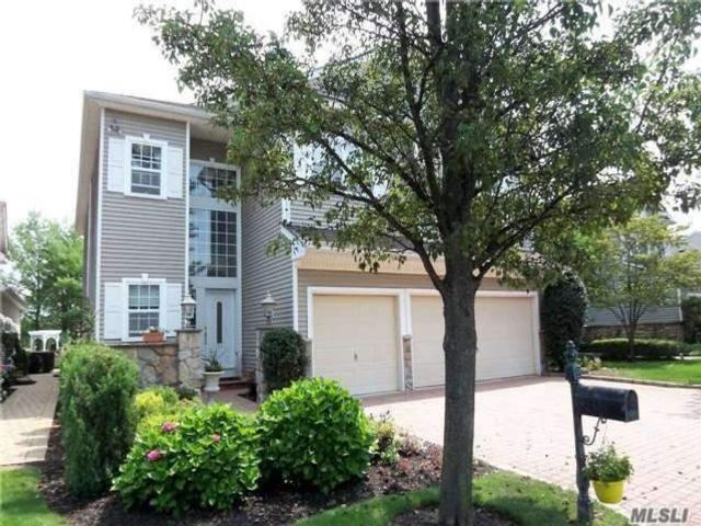 5 BR,  5.00 BTH Townhouse style home in Mt. Sinai