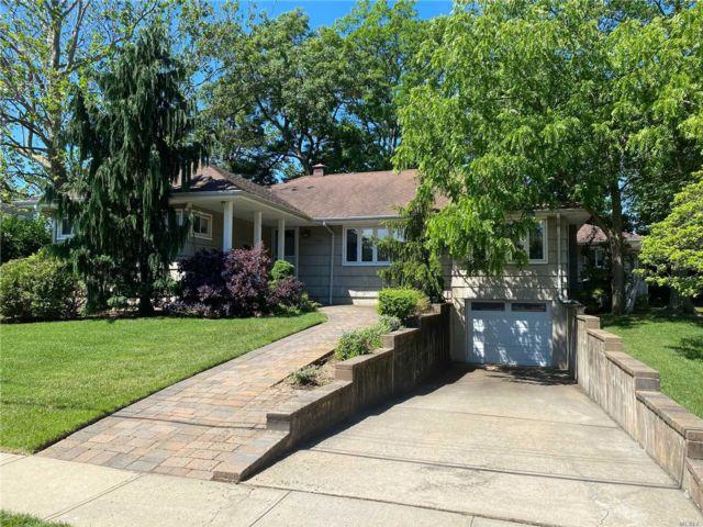 [Merrick Real Estate, listing number 3113730]