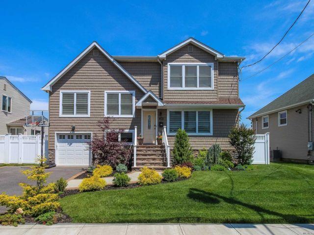 4 BR,  3.00 BTH Split level style home in Oceanside