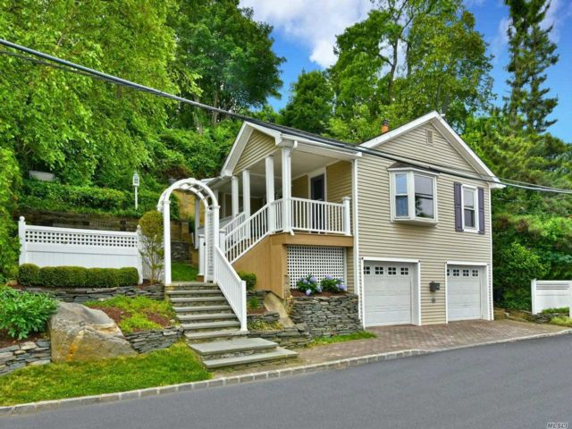 2 BR,  1.00 BTH Cottage style home in Sea Cliff