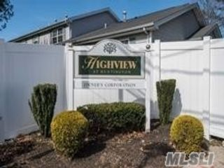 3 BR,  3.00 BTH Townhouse style home in Huntington Station