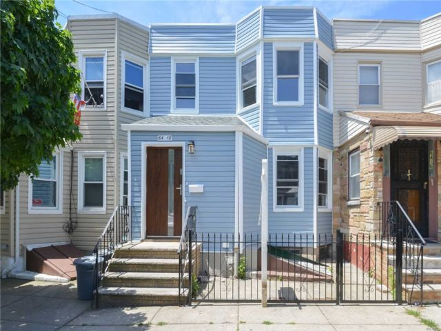 8 BR,  5.00 BTH Colonial style home in Middle Village