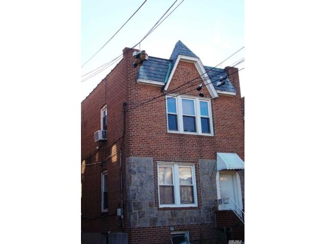 5 BR,  3.00 BTH Colonial style home in Woodside