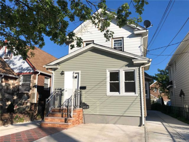 4 BR,  3.00 BTH 2 story style home in Springfield Gardens