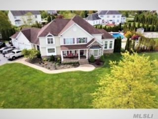 4 BR,  5.00 BTH Colonial style home in Wading River
