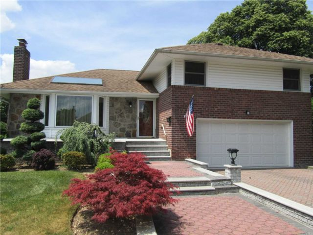3 BR,  3.00 BTH Exp ranch style home in New Hyde Park