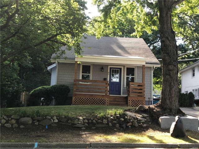4 BR,  2.00 BTH Colonial style home in Huntington Station