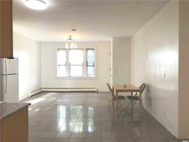 2 BR,  3.00 BTH Apt in house style home in College Point