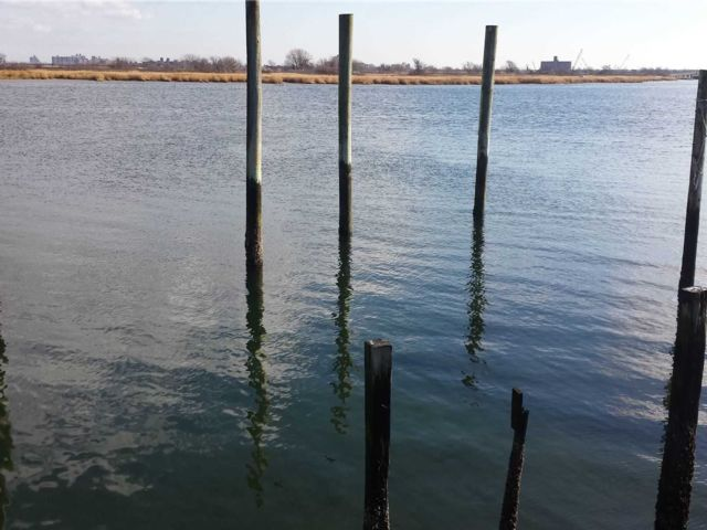 Lot <b>Size:</b> 25 x 175 Land style home in Broad Channel