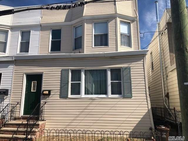 5 BR,  2.00 BTH Colonial style home in Middle Village