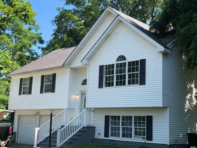 4 BR,  3.00 BTH  Hi ranch style home in Mastic Beach