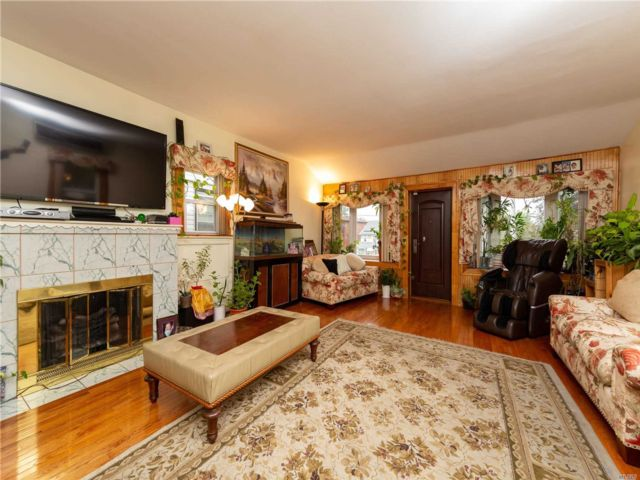 4 BR,  3.00 BTH Colonial style home in Hollis